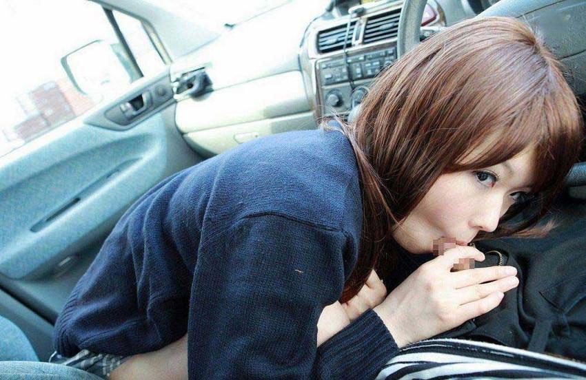 【車内フェラ画像まとめ】車内で顔を上下に揺らしながらしゃぶり舐める女性たち15