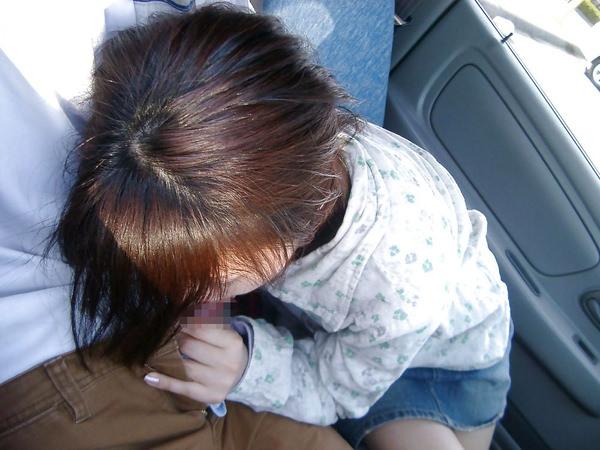 【車内フェラ画像まとめ】車内で顔を上下に揺らしながらしゃぶり舐める女性たち