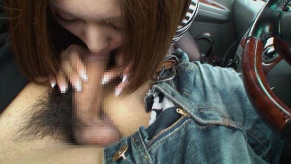 【車内フェラ画像まとめ】車内で顔を上下に揺らしながらしゃぶり舐める女性たち7